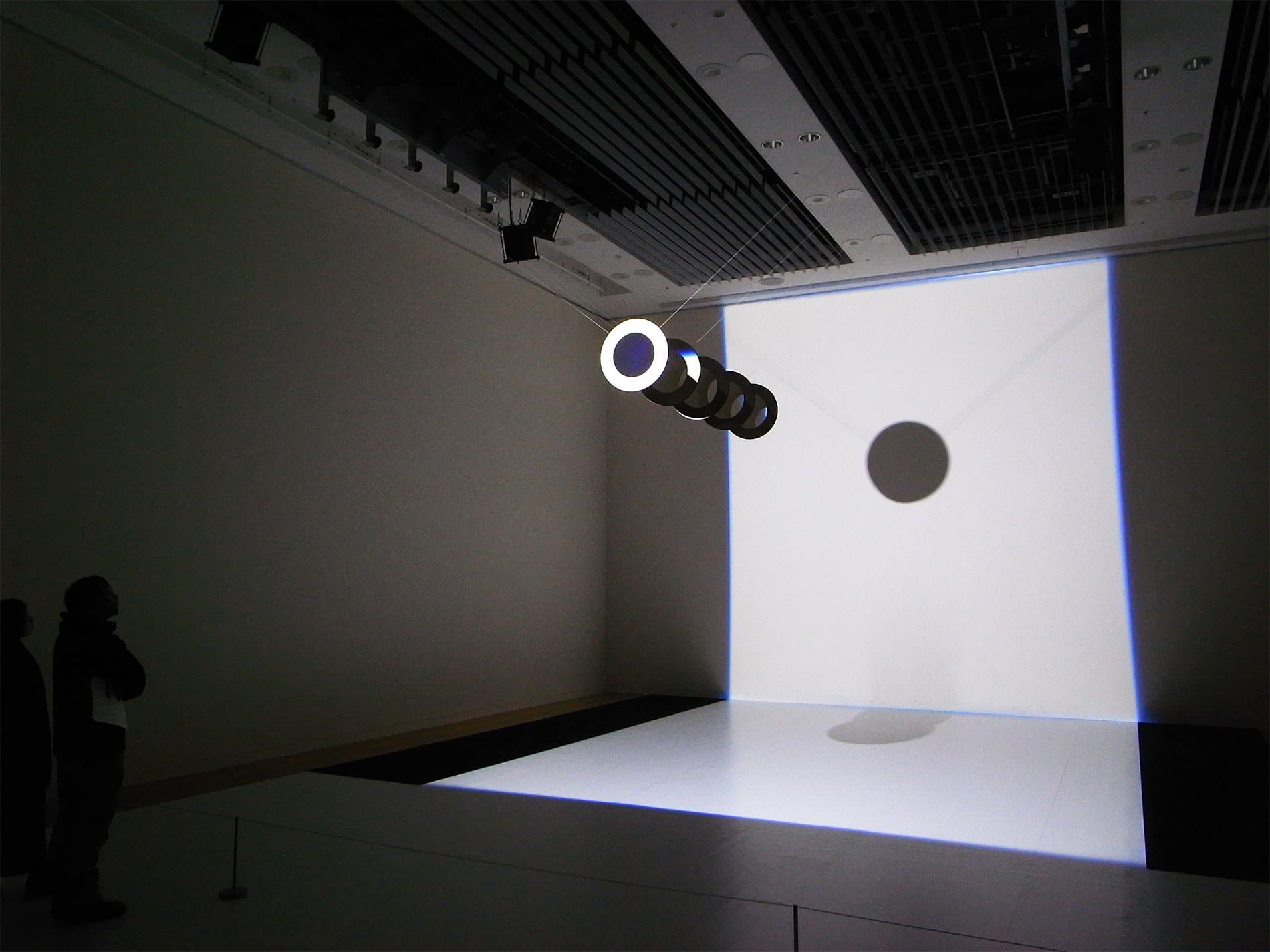 ICC 2017 / アート+コム/ライゾマティクスリサーチ 光と動きの「ポエティクス/ストラクチャー」
