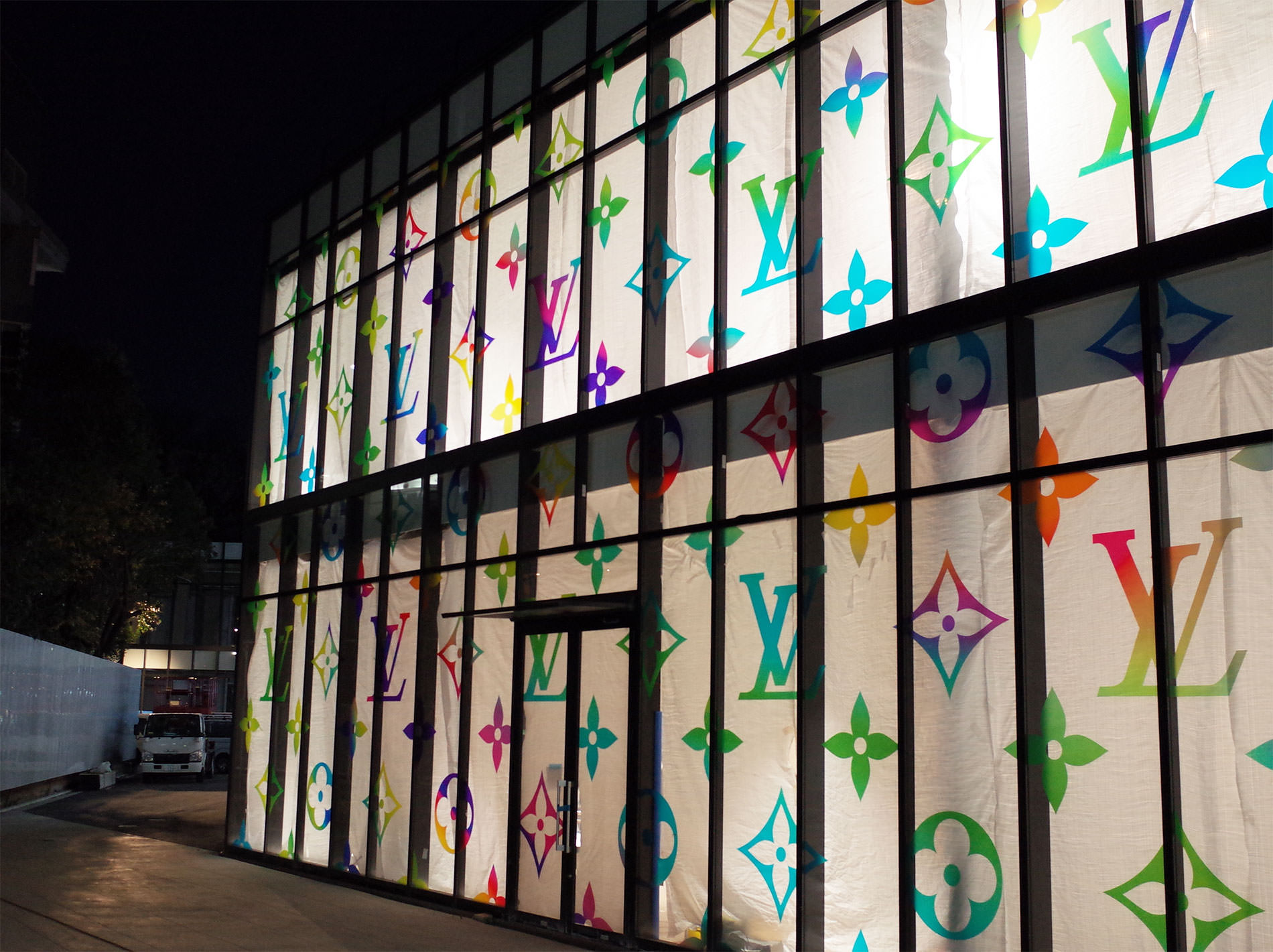 原宿駅前に建設中のルイ・ヴィトン マルチカラー / a new building of LOUIS VUITTON Multicolor in near the Harajuku station
